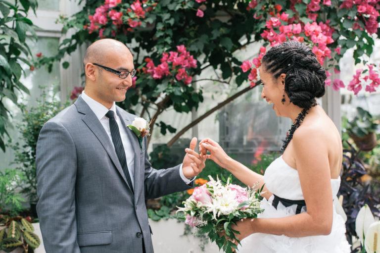 Mariage intime avec « first look » à la serre de Westmount