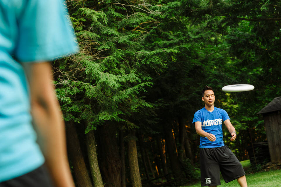 Lifestyle photos of couple playing Ultimate Frisbee 03