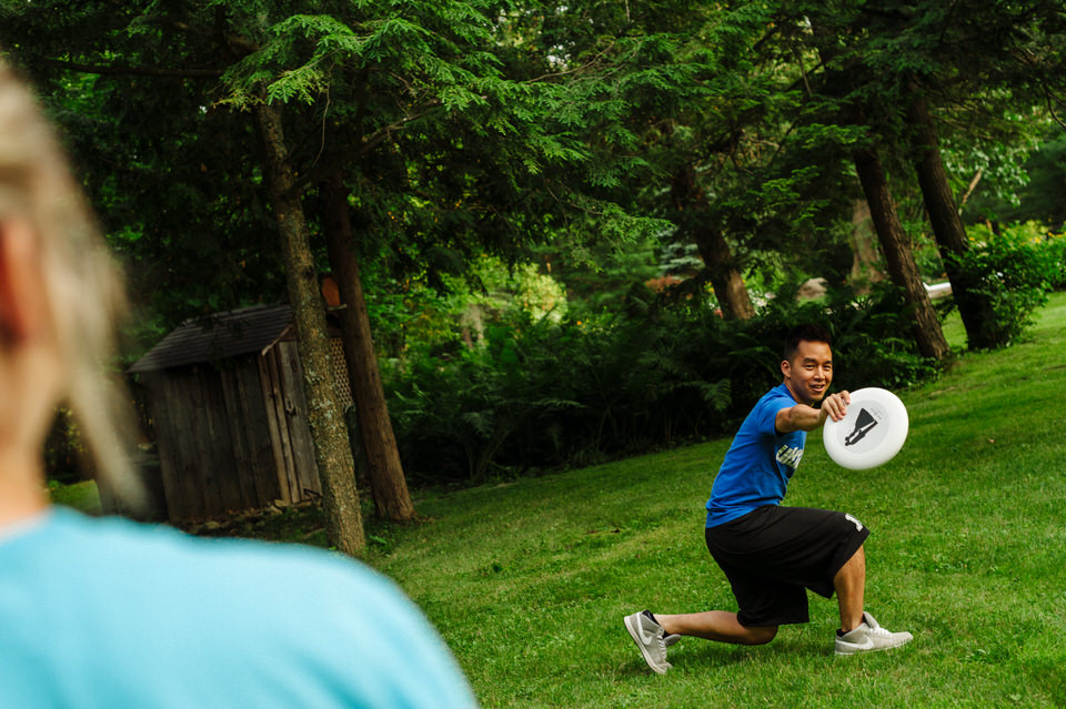 Lifestyle photos of couple playing Ultimate Frisbee 05