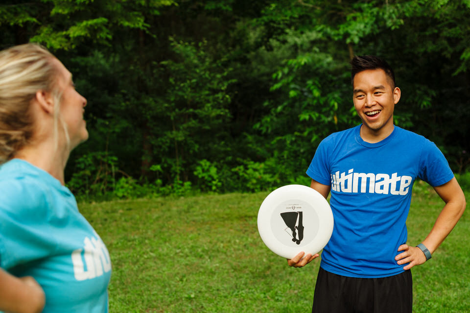 Lifestyle photos of couple playing Ultimate Frisbee 01