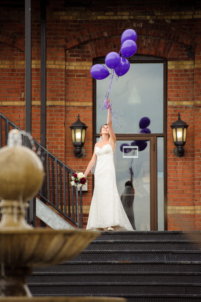 The bride releasing balloons in memory of her father who passed away