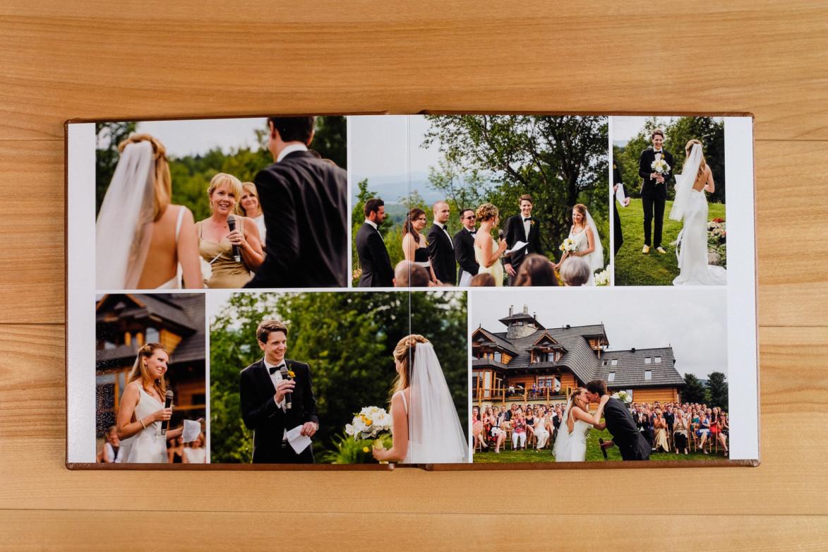 Une double page d'un album de mariage ouvert