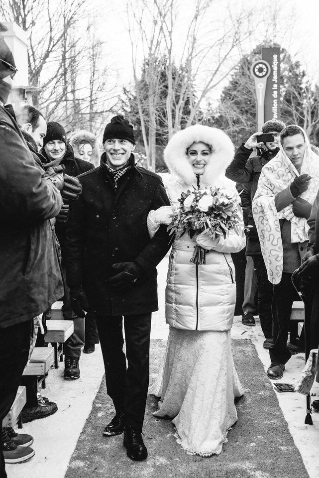 L'entrée de la mariée avec son père en hiver