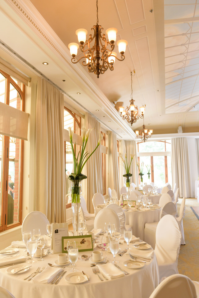 Wedding reception table decor at Manoir Rouville Campbell