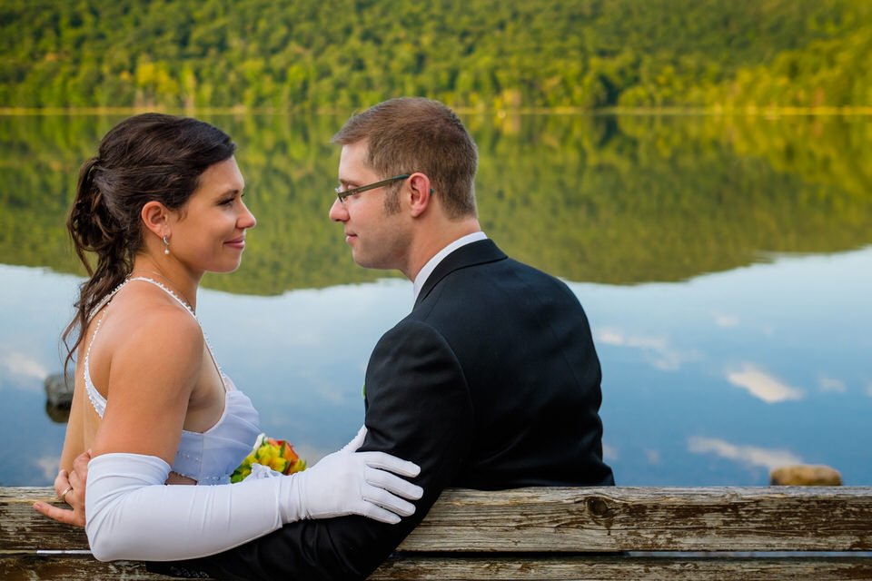 Wedding couple on a bench at Mont Saint-Hilaire lake