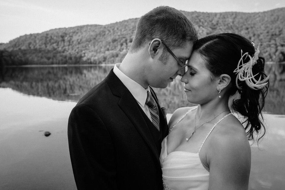 Black and white wedding photo at Mont Saint-Hilaire lake