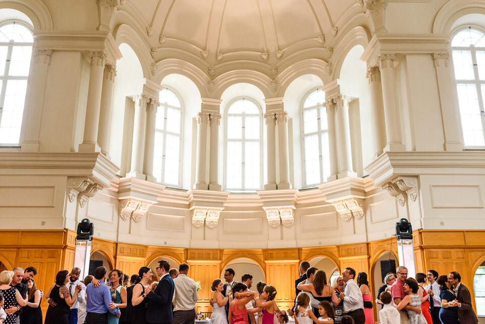 Everyone dancing at an Abbaye Oka wedding