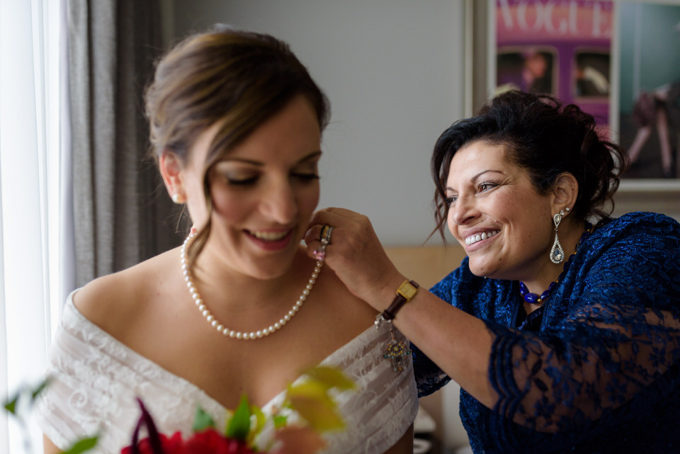 Bride's mother putter her necklace on