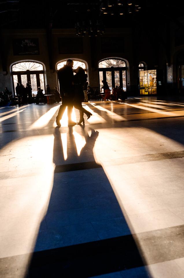 Engagement photo inside Mount-Royal Chalet