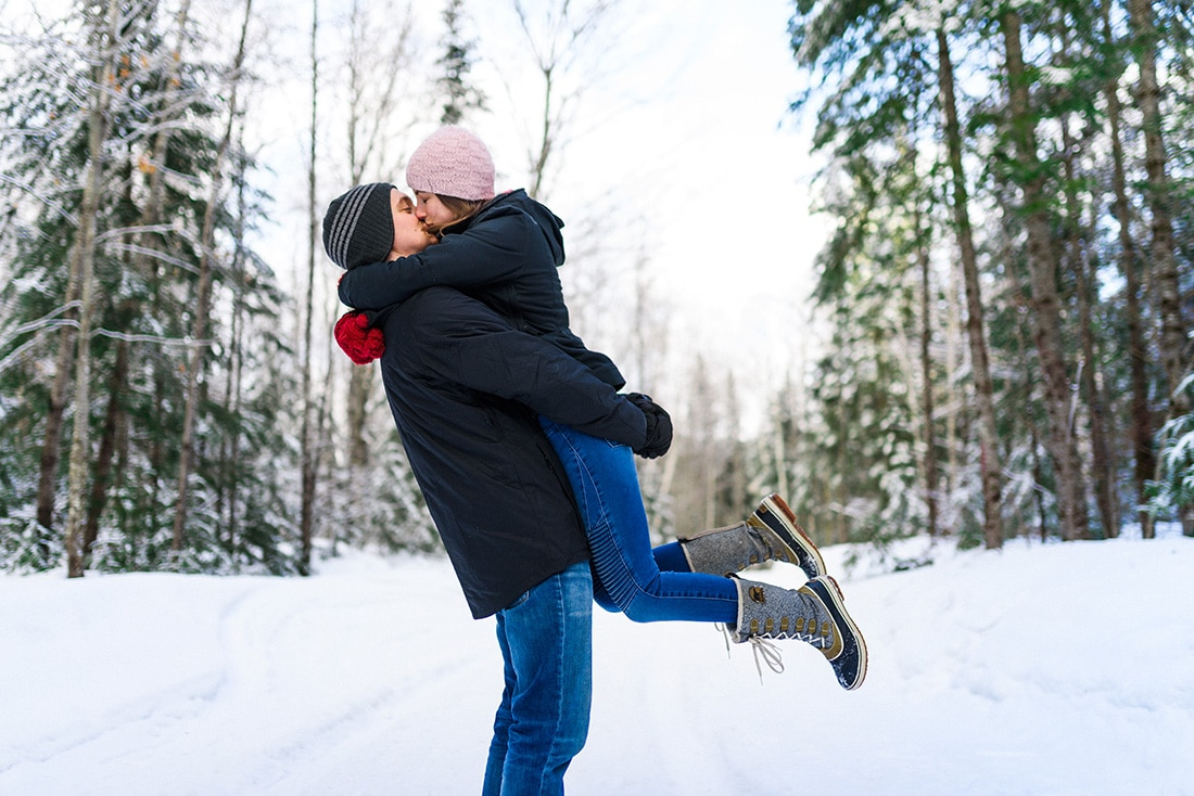 Winter engagement photo at a cabin in Lanaudiere