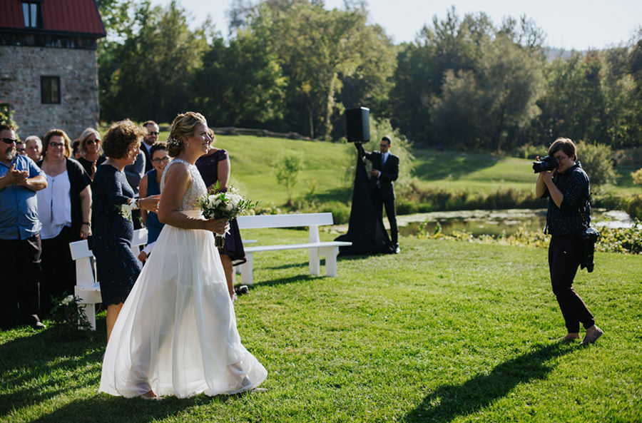 Montreal wedding photographer at work - Photo: Nadia Zheng
