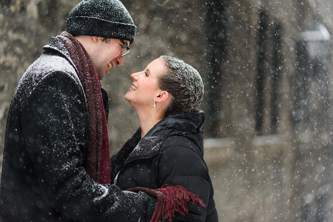 Winter wedding photo in the snow in Old Montreal