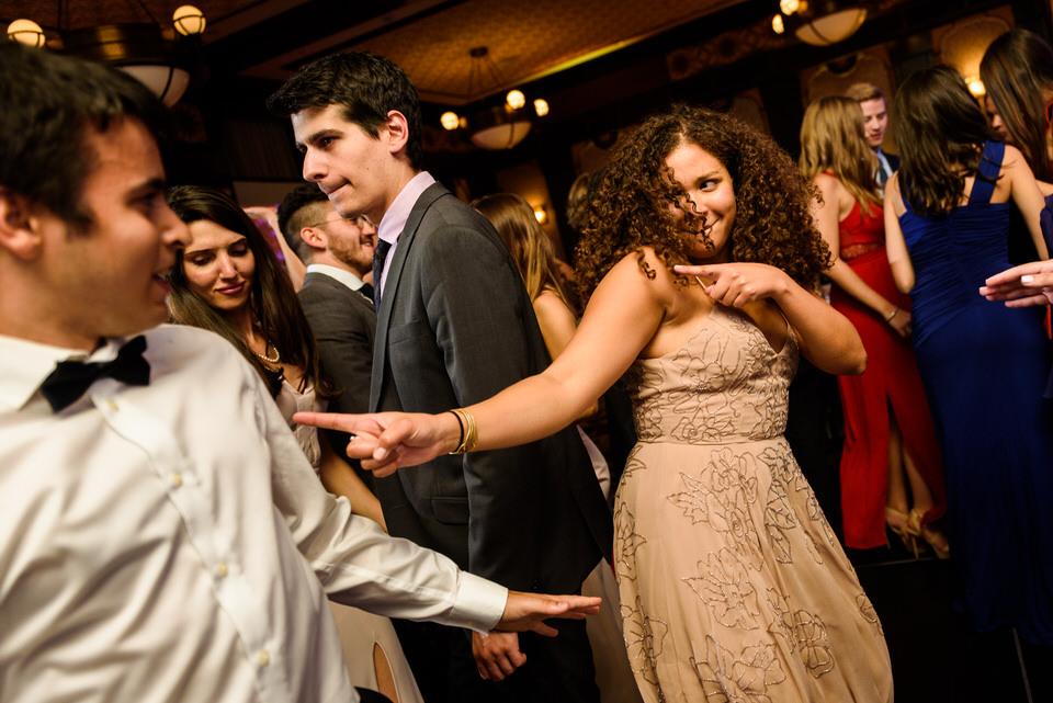 Wedding guests dancing 01