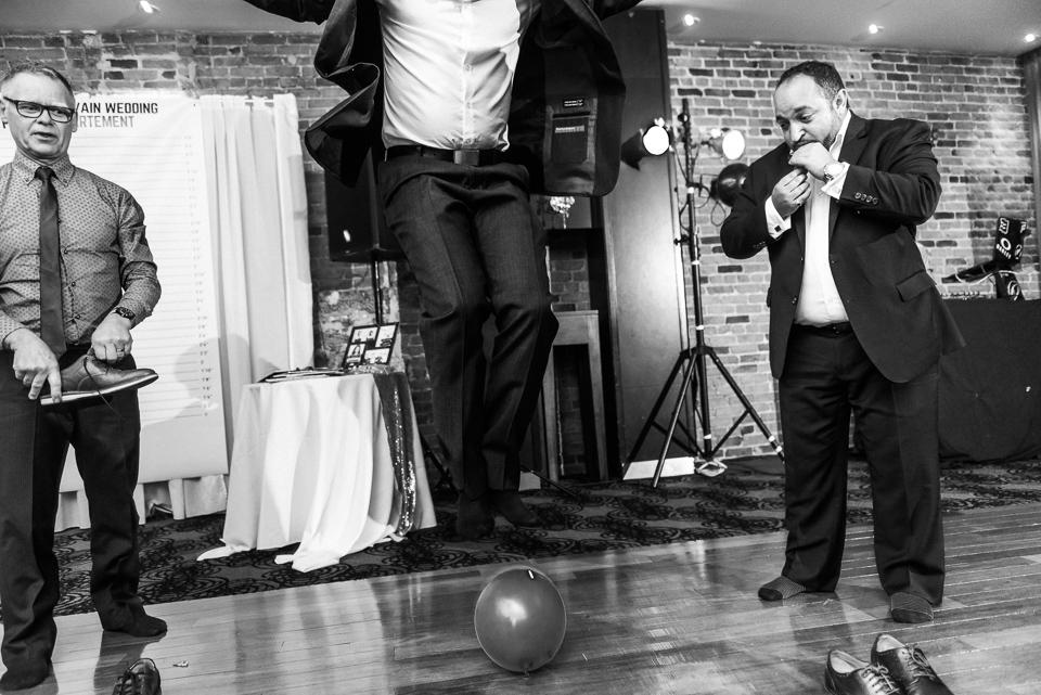 balloon game at wedding 02
