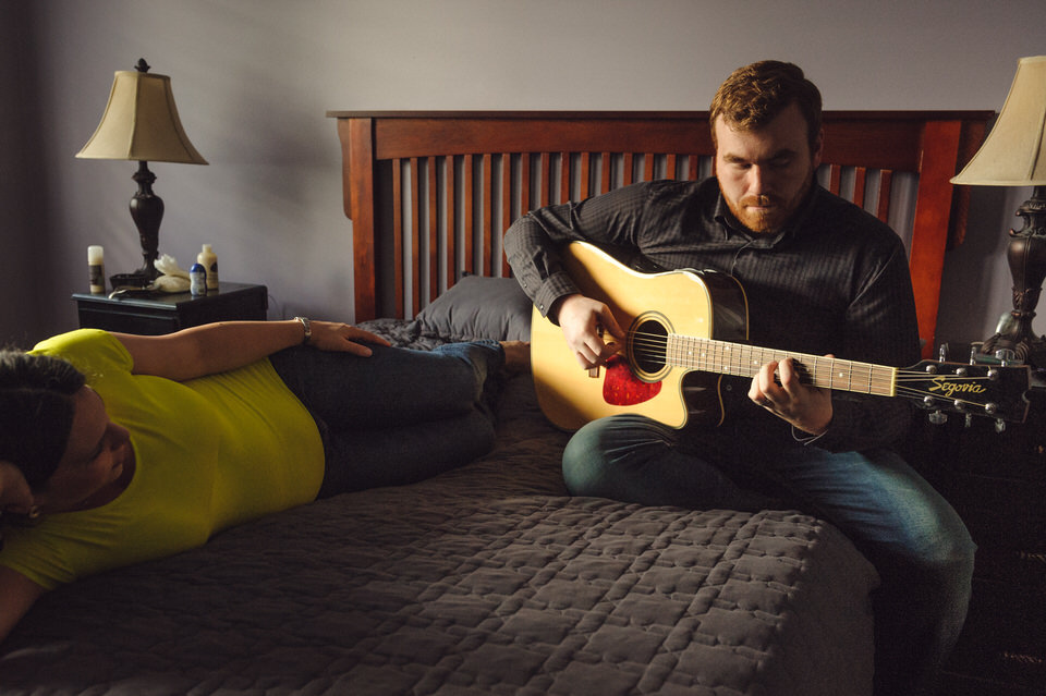 Dad plays guitar for pregnant mom